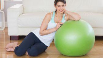 室内で簡単にできる!バランスボールダイエットの方法と効果ってなに?